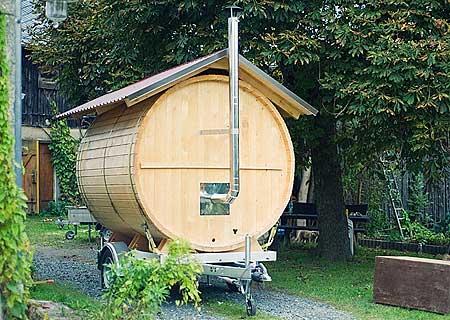 wellness unterm sternenzelt bilder der fass sauna und des badefasses mieten sie unsere mobile. Black Bedroom Furniture Sets. Home Design Ideas