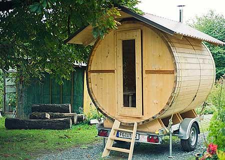wellness unterm sternenzelt bilder der fass sauna und. Black Bedroom Furniture Sets. Home Design Ideas